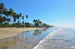 Isolerad strand på Playa El Espino, El Salvador Arkivfoton