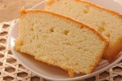 isolerad svampwhite för bakgrund cake Arkivfoto