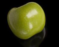 isolerad svart green för äpple Arkivfoton