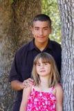 isolerad systerwhite för bakgrund broder Fotografering för Bildbyråer