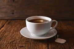 isolerad teawhite för bakgrund kopp Royaltyfria Bilder