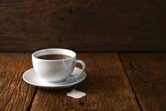 isolerad teawhite för bakgrund kopp Fotografering för Bildbyråer
