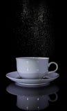 isolerad teawhite för bakgrund kopp Royaltyfri Foto