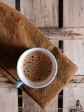 isolerad teawhite för bakgrund kopp arkivbild