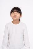 Isolerad tonårs- asiatisk fors för stående för flickabarnstudio - Arkivbilder