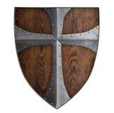 Isolerad träsköld för medeltida korsfarare royaltyfria bilder