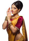 Isolerad ung indisk kvinna royaltyfria bilder