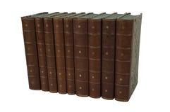 Isolerad uppsättning av gamla läderantikvitetböcker royaltyfria bilder