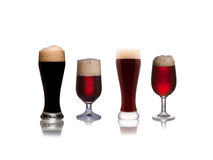 Isolerad uppsättning av mörkt öl Arkivfoton