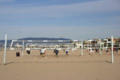 isolerad volleybollwhite för bakgrund strand Arkivbild
