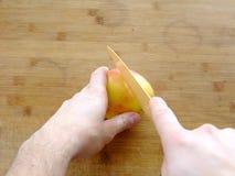 isolerad white för äpple cutting Fotografering för Bildbyråer