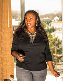 isolerad white för afrikansk amerikan affärskvinna arkivfoton