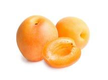 isolerad white för aprikosar bakgrund Arkivfoton