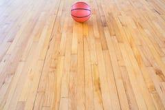 isolerad white för bakgrundsboll basket Royaltyfria Foton