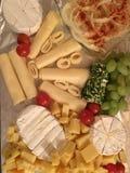 isolerad white för bakgrundsbräde ost Royaltyfri Bild