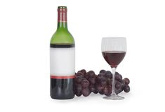 isolerad wine för flaskexponeringsglas druvor Royaltyfri Foto