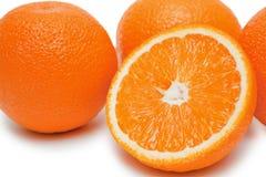 isolerade apelsiner Arkivfoto