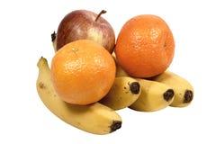 Isolerade Apple bananer och apelsiner på vit Arkivbild