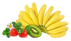 Isolerade bananer, kiwi och jordgubbar Royaltyfri Foto