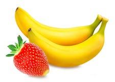 Isolerade bananer och jordgubbar Arkivbilder