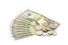 $50 isolerade biljetter och mynt - Arkivfoton
