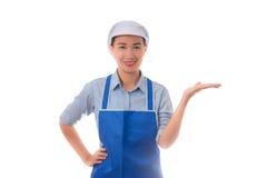 isolerade den caucasian kockkocken för asiatisk bakgrund den model mångkulturella presenterande visande vita kvinnan Kvinnakock,  fotografering för bildbyråer