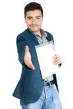 Isolerade den erbjudande handskakningen för den unga affärsmannen till dig på vit Arkivbild
