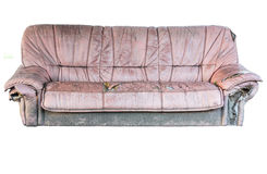 Isolerade den gamla soffan för brunt läder den inklusive snabba banan Royaltyfria Foton