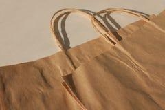 Isolerade disponibla påsar av kraft papper, pacaging för uppehälle för ecostil ekologisk och ekonomisk, arkivfoton