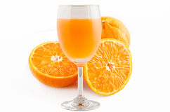 Isolerade ett exponeringsglas av orange fruktsaft Royaltyfri Bild