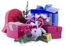 Isolerade gåvor för snögubbe och nytt års Arkivbild
