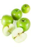 Isolerade gröna äpplen Arkivfoton