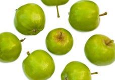 Isolerade gröna äpplen Fotografering för Bildbyråer