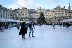 isolerade härlig kall gående is för bakgrund den ljusa naturliga åka skridskor vita kvinnan Royaltyfri Fotografi