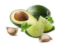 Isolerade ingredienser för limefrukt för Guacamoleavokadovitlök royaltyfri foto