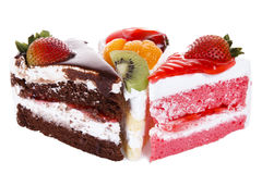 Isolerade jordgubbe, choklad, kiwi och orange fruktkaka Royaltyfri Bild