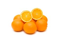isolerade många apelsiner Arkivbild