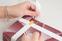 Isolerade manuella riktningar för pappers- för sjalhantverkbok för hand hantverk för band Royaltyfri Fotografi