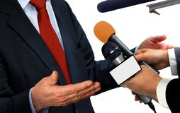 isolerade mikrofoner för bakgrund trycker på konferensen white Fotografering för Bildbyråer