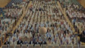 isolerade mikrofoner för bakgrund trycker på konferensen white Arkivbilder