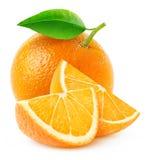 Isolerade orange frukt och skivor Arkivfoton