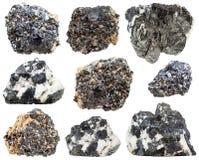 Isolerade perovskite- och knopitekristaller Arkivfoto
