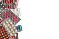 Isolerade preventivpillerpackar på vit bakgrund Arkivfoton