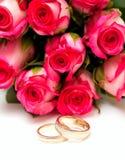 isolerade rosa cirkelro som gifta sig white Royaltyfri Foto