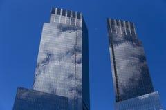 Isolerade skyskrapor near Central Park i Manhattan, New York City Royaltyfri Fotografi