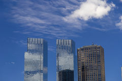 Isolerade skyskrapor near Central Park i Manhattan, New York City Royaltyfri Bild