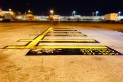 Isolerade terminaler för flygplanparkeringsmarkering arkivbild