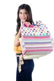Isolerade Yong Asian Woman With färgrika shoppingpåsar Royaltyfri Foto