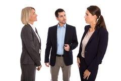 Isolerat affärslag: man och kvinna som tillsammans talar Arkivfoton