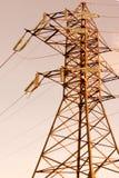 Isolerat brunt elektriskt torn Arkivfoton
